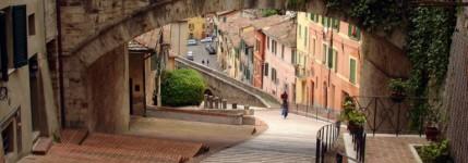 La-bicicletta-a-pedalata-assistita-per-visitare-Perugia-768x280